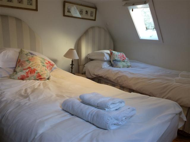Glen Buckie - Twin Bedroom4